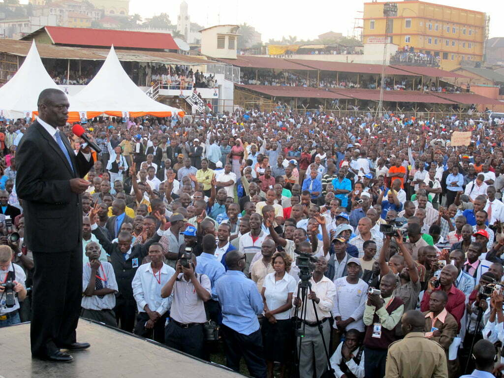Besigye addresses the crowd in Mbarara (Edward Echwalu)