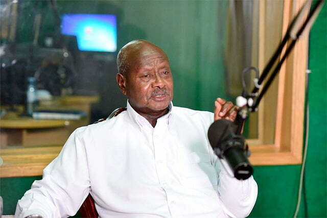 Museveni in Voice of Tooro radio studios