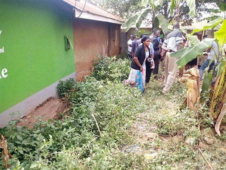 Kitala residents at scene of crime