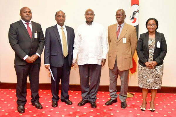 Umeme officials pose for a photo with President Museveni at State House Entebbe