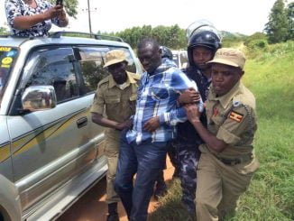 Police arrest Kizza Besigye from his home in Kasangati