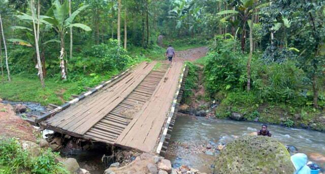 Bududa residents complain about poor state of Ukha bridge