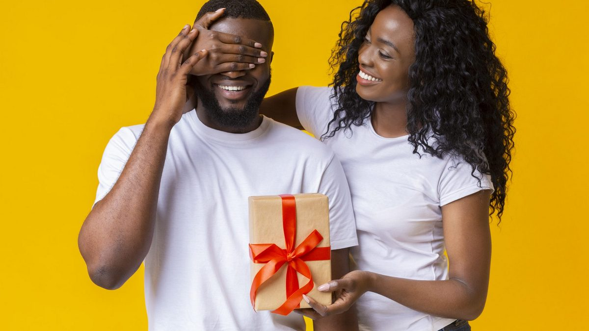 Shopping for men on Valentine's Day: What men really want